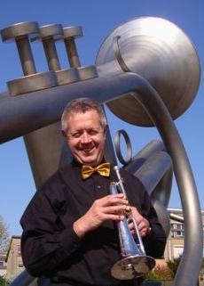 Theo Hartman met bugel